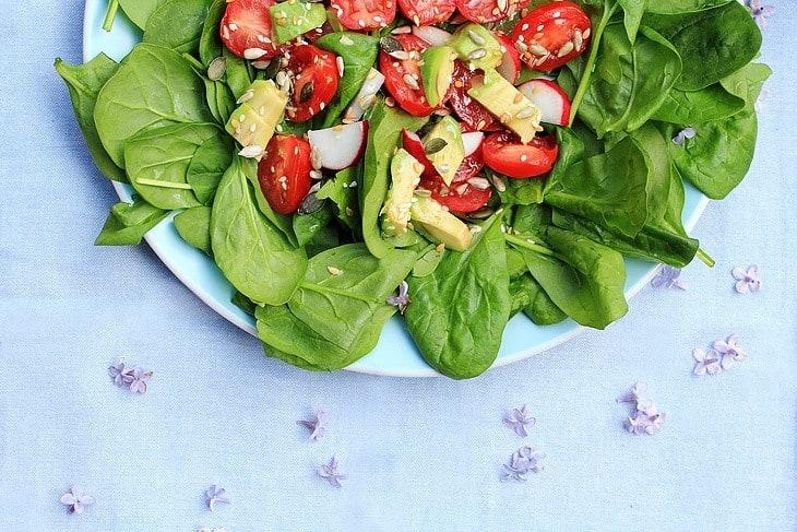 head-of-garlic-halved-spinach