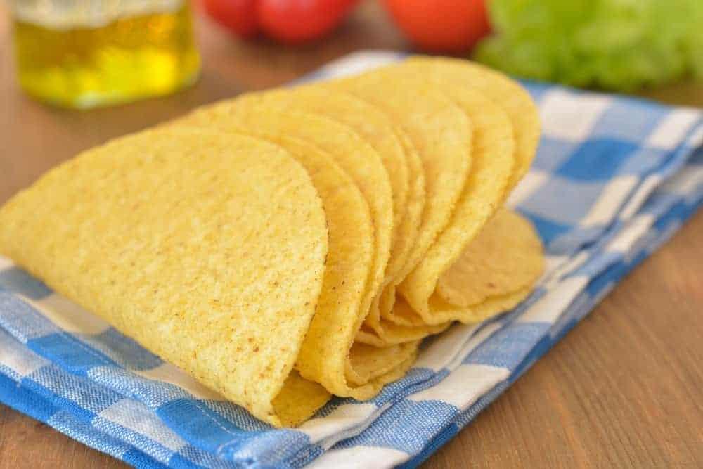 taco-shaped-cake