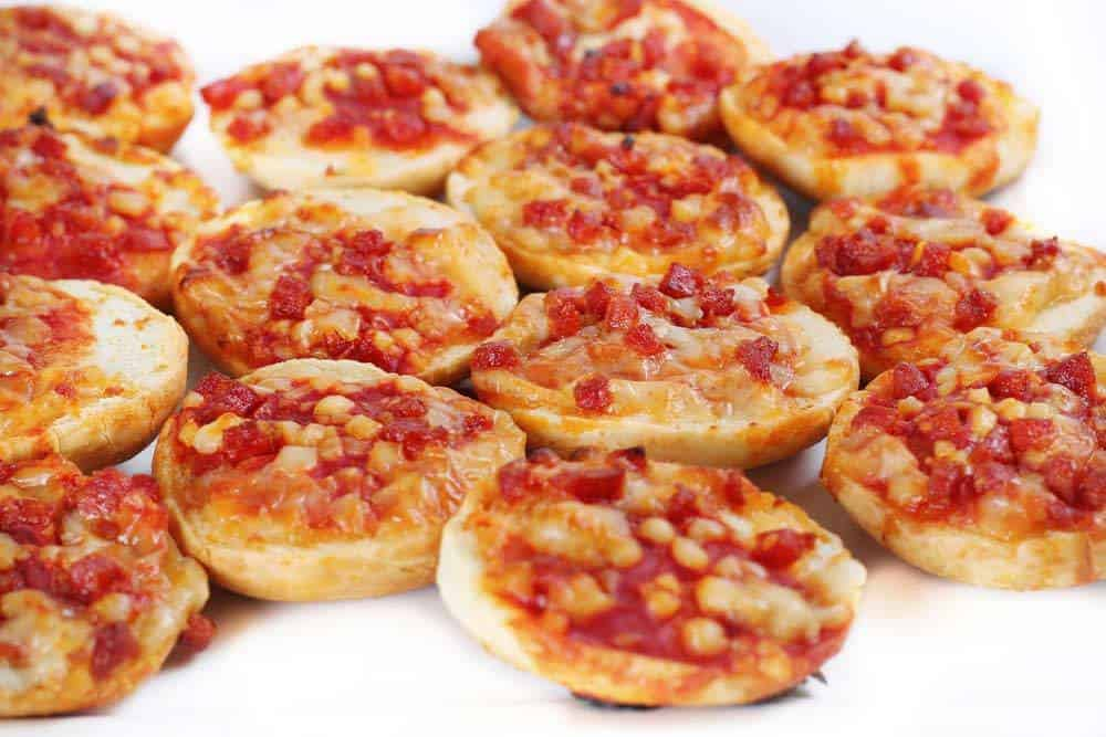 How long to heat pizza bagels in microwave