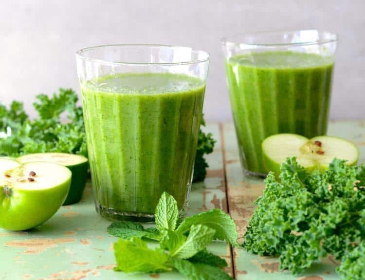 Kale And Apple Green Detox Smoothie